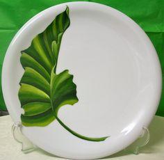 Pintura sobre porcelana Hand Painted Pottery, Pottery Painting, Hand Painted Ceramics, Ceramic Painting, Ceramic Clay, Ceramic Plates, Painted Plates, Pottery Plates, Tropical Art