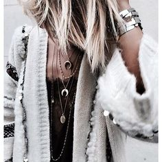 Les Colliers Wishbone et Bali portés par la jolie Justine @noeudsjustine ♡