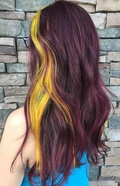 25 Two Tone Hair Color Ideas You Will Fall In Love - Trends for HAIR COLORING IN TWO COLORS Do you like experiments? We are sure that you have already looked at the hair of two colors. Box Braids Hairstyles, Men's Hairstyle, Black Hairstyles, Chelsea Houska Hair, Curly Hair Styles, Natural Hair Styles, Latest Hair Color, Brown Hair With Blonde Highlights, Transitioning Hairstyles