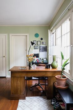 Here's why they're hoping working from home sticks around for good. Oak Bookshelves, Small Bookshelf, Small Black Table, Target Living Room, Ikea Dining Room, Los Angeles Apartments, Living Room Furniture Layout, Den Furniture, Luxury Furniture