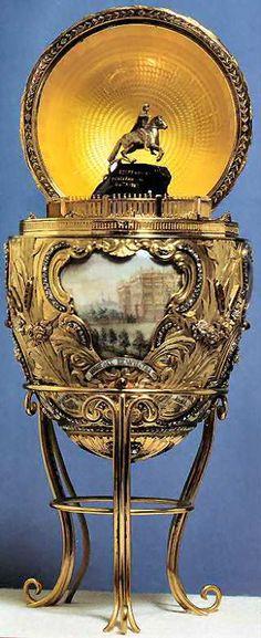 """Fabergè uovo imperiale """"Pietro il Grande"""" 1903: oro rosso, verde e giallo, platino, diamanti, rubini, zaffiri, avorio, bronzo, cristallo di rocca. Virginia Museum of Fine Arts, Richmond (Lillian Thomas Pratt Collection) http://www.molu.it/?p=3146"""