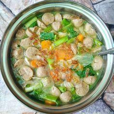 17 Resep sop rumahan Instagram Asian Cooking, Easy Cooking, Cooking Recipes, Healthy Recipes, Healthy Food, Sambal Recipe, Indonesian Food, Indonesian Recipes, Dessert