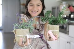 Holiday Crafts For Kids: Cool Place CardsWondermint Kids