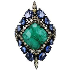 Sutra Jewels Emerald Shield Ring (€5.770) ❤ liked on Polyvore featuring jewelry, rings, emerald ring, emerald jewellery and emerald jewelry