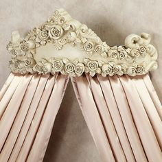 Victoria Rose Wall Teester Bed Crown