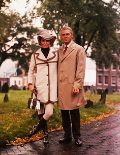 Faye Dunaway and Steve McQueen on the set of The Thomas Crown Affair directed by Norman Jewison, 1968 Faye Dunaway, Hollywood Stars, Classic Hollywood, Old Hollywood, First Ladies, Ali Macgraw, Sundance Kid, Robert Vaughn, Jacqueline Bisset
