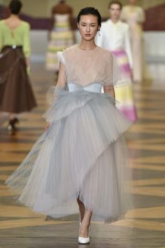See all the looks from the show. Fashion 2018, Fashion News, Spring Fashion, Fashion Beauty, Fashion Show, Fashion Design, Fashion Styles, Ulyana Sergeenko, Formal Looks
