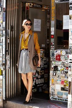 #OliviaPalermo wearing #VinceCamuto blouse and skirt short #Armani