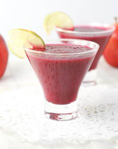 Red Spiced Smoothie with Beet and Ingwer Juice Smoothie, Smoothie Drinks, Smoothie Recipes, Juicer Recipes, Drink Recipes, Energy Smoothies, Apple Smoothies, Energy Drinks, Yummy Drinks