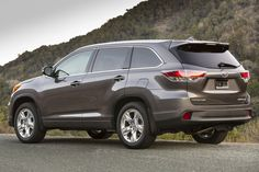 2017 Toyota Highlander rear view, taillights and alloy wheels