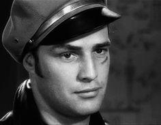 Marlon Brando deve ter passado o benes em geral, o cara era high level na época dele - Fórum UOL Jogos