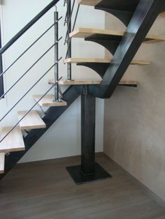 34 ideas floating stairs metal loft for 2019 Spiral Stairs Design, Home Stairs Design, Interior Stair Railing, Stair Railing Design, Rustic Stairs, Modern Stairs, Staircase Handrail, Handrail Ideas, Escalier Design