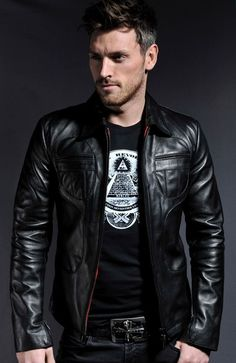 Men's Leather Jackets: How To Choose The One For You. A leather coat is a must for each guy's closet and is likewise an excellent method to express his individual design. Leather jackets never head out of styl Men's Leather Jacket, Leather Men, Leather Jackets, Brown Leather, Leather Fashion, Mens Fashion, Fashion Wear, Lolita Fashion, Street Fashion