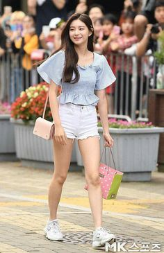 South Korean Girls, Korean Girl Groups, Yuri, Girly Pictures, Asia Girl, Kpop Fashion, Girly Outfits, My Princess, Asian Style