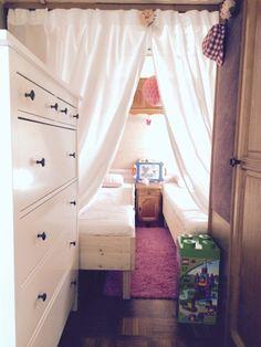 über Wohnwagen renovieren/umbauen, Sitzkissen und Vorhänge nähen, Möbel restaurieren und Klamotten nähen. Zwischen Campingplatz und Nähmaschine.