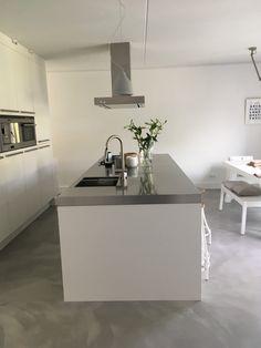 binnenkijken bij aukjehome Kitchen Design, Kitchen Decor, Bungalow Kitchen, Interior Design Images, Kitchen Worktop, Diy Décoration, Decoration, Interior Inspiration, Home Kitchens