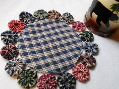 Primitive Candle Mat YoYo Homespun Wholesale Penny Rug Espresso Tea Mug Mat Doily . Primitive Candle Mat YoYo Homespun Wholesale Penny Rug Espresso Tea M Rustic Quilts, Country Quilts, Primitive Candles, Primitive Crafts, Primitive Homes, Primitive Antiques, Fabric Crafts, Sewing Crafts, Sewing Projects