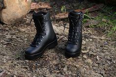 Celokožená vysoká obuv je v Slovenskej armáde využívaná celoročne. Ide o pevnú, mohutnú vyrokú obuv do náročných klimatických podmienok. http://www.armyoriginal.sk/1800/133223/kanady-celokozene-asr-gore-tex-bosp.html