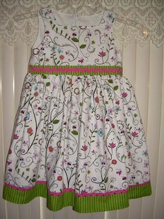 What a cute spring dress.  Simplicity 5704