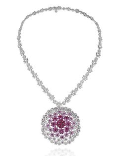 diamond and pink ruby cluster necklace by Chopard Gems Jewelry, High Jewelry, I Love Jewelry, Diamond Jewelry, Jewelry Accessories, Jewelry Necklaces, Jewelry Design, Ring Armband, Ideas Joyería