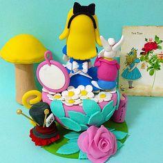 Biscuit: Alice no País das Maravilhas.Topo de bolo,enfeite para mesa de doces e enfeite de quarto.