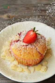 http://odcieniekuchni.pl/muffiny-z-truskawkami-i-biala-czekolada/