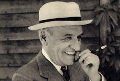 «Camina lento… no te apresures, que el único lugar al que tienes que llegar es a ti mismo».  José Ortega y Gasset (1883-1955) Filósofo y ensayista español.