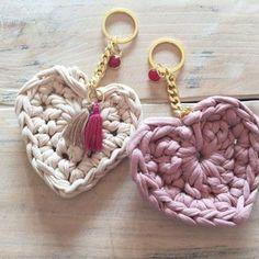 Crochet keychain with t-shirt yarn Crochet Crafts, Easy Crochet, Crochet Projects, Knit Crochet, Diy Accessories, Crochet Accessories, Cotton Cord, Mode Crochet, Crochet Keychain
