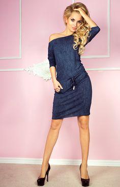 - sportowa sukienka z rękawkiem 3/4. - wykonana z elastycznej - polskiej wiskozy - materiał imitujący ciemny jeans - łódkowaty dekolt - rękaw 3/4 - przy wyborze rozmiaru należy kierować się obwodem w biodrach
