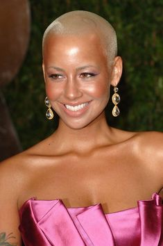 Elegantly ineffable excellence of Amber Rose . Rose is half Italian half Cape Verdean Amber Rose Style, Dorothy Rose, Natural Hair Styles, Short Hair Styles, Hair Today, Beautiful People, Makeup Looks, Eye Candy, Celebrity Style
