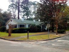 Welcome Home to Duckpond! Charming home in Gainesville's Duckpond historic district. Nice view of the Park and a nice big yard. Beautiful so...