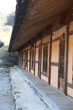 전통한옥의 취옹예술관과 약선요리  Traditional Korean style  Chiong art gallerie & medical food   한옥마루    가평의 축령산에 위치한 전통한옥의 취옹.... 한국전통의 한옥건물과 돌, 흙, 나무가 어우러진 곳....  취옹예술관 http://www.chi-ong.co.kr/ http://blog.daum.net/chi-ong  우리들한의원 홈피 Wooreedul Korean Medicine Clinic English HP http://www.iwooridul.com/english 日本語HP http://www.iwooridul.com/japan 中國語 HP http://www.iwooridul.com/chinese 무료앱 free app http://www.iwooridul.com/app-update