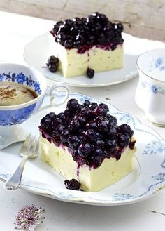 Our popular recipe for blueberry cheesecake and more than other free recipes on LECKER. Our popular recipe for blueberry cheesecake and more than other free recipes on LECKER. Cheesecake Thermomix, Easy No Bake Cheesecake, Baked Cheesecake Recipe, Blueberry Cheesecake, No Bake Desserts, Fruit Deserts Recipes, Desert Recipes, Sweet Bakery, Galette
