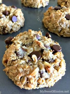 cookies recipes Loaded Oatmeal Cookies are full of chewy, healthy oats, rich semi-sweet chocolate chips, sweet coconut and chopped walnuts. Oh, the combination in these cookies is awesome! Cookie Desserts, Just Desserts, Delicious Desserts, Dessert Recipes, Yummy Food, Healthy Desserts, Gourmet Cookies, Bar Cookie Recipes, Healthy Cookie Recipes