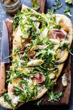 Лепешка со свежей зеленью и сыром рикотта