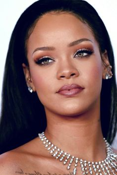 Rihanna continues to come for our COINS! The Bajan superstar is launching her own fashion label Rihanna continues to come for our COINS! The Bajan superstar is launching her own fashion label Fenty with French luxury goods brand LVMH shes the first black Fenty Rihanna, Rihanna Makeup, Rihanna Lipstick, Rihanna Face, Flawless Makeup, Beauty Makeup, Hair Makeup, Hair Beauty, Prom Makeup