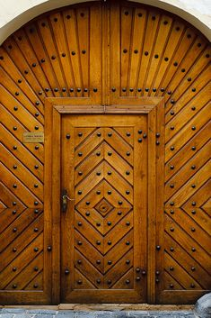 wonderful wooden door - Prague