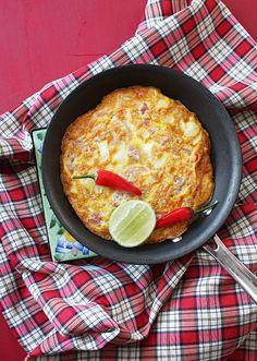 Soured Pork Sausage Omelet ไข่เจียวแหนม served with steaming jasmine rice