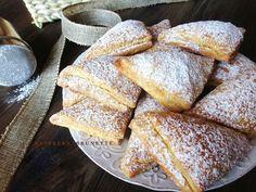 Škvarkové koláče mojej mamy, ktoré zbožňujem už od detstva, krehučké mäkučké s úžasnou kombináciou chutí. Aj keď škvarkové pagá... Russian Recipes, French Toast, Bread, Baking, Breakfast, Sweet, Buns, Polish, Cakes