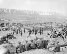 Britain did not have a large or constrcripted ary at the beginning of WWI. Heavy recruitment of young and untrained men took place all over the country but was particularly prevalent in the North and Scotland World War One, First World, Battle Of The Somme, Flanders Field, History Images, British Soldier, Wipe Out, Lest We Forget, Military History