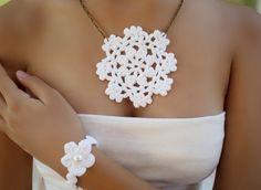 Crochet pendant, pendant lace, pendant white, crochet necklace, medallion crochet, bridal necklace, crochet bracelet, white necklace,