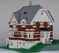 Realistic Lego house! I wish one day I'll have enough Legos to build such a spectacular house!