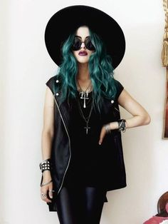 Grunge style with Teal hair Fashion Mode, Grunge Fashion, Look Fashion, Trendy Fashion, Estilo Punk Rock, Estilo Grunge, Mode Outfits, Casual Outfits, Fashion Outfits