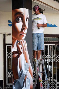 Street and Public Art, Belin, Artist at work in Spain