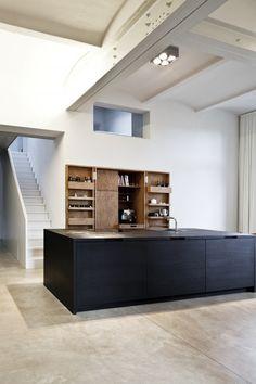 Appartement Am Urban par Thomas Bendel - Journal du Design Küchen Design, House Design, Clean Design, Single Apartment, Cocinas Kitchen, Urban Decor, Minimal Kitchen, Urban Loft, Cuisines Design