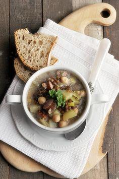 Ciecierzówka. Zupa z ciecierzycy Ramen, Soup Recipes, Cooking, Ethnic Recipes, Book, Recipies, Kitchen, Book Illustrations, Books