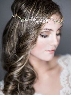 Golden head wreath for the bride and the bridesmaids as well #wedding #gold #artdeco #gatsby #bride