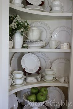 Innenräume White dishes with flowers and apples. China Cabinet Redo, Corner China Cabinets, China Cabinet Display, Cabinet Decor, Hutch Display, Corner Cupboard, Kitchen Corner, Kitchen Dining, Kitchen Decor