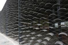 Vista exterior. Museo de arte popular de China por Kengo Kuma. Fotografía…