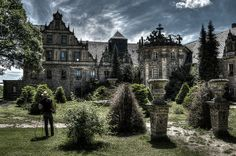 the castle and his gardener by Goddl, via Flickr